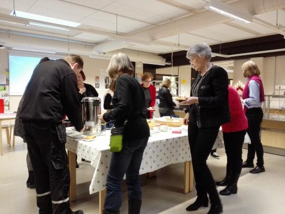 Pähkiksen nykyiset ja entiset työntekijät kohtasivat koulun perinteisessä joulukahvitapahtumassa.